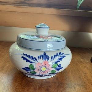 Vintage ceramic flower dish with lid .